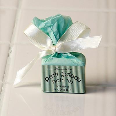 入浴剤「プチガトーバスフィザー」ミルクの香り(ライトグリーン)